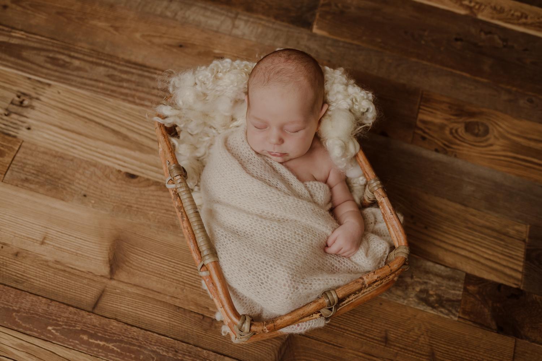 babyfotograf-neugeborenenfotografie-korneuburg-wien-familienfotograf-neugeborenenfotograf_newbornatelier