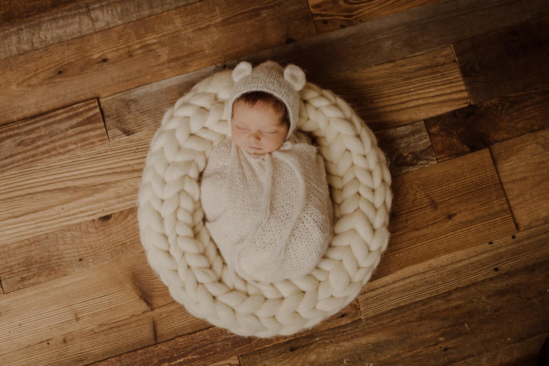 babyfotograf-neugeborenenfotografie-korneuburg-wien-familienfotograf-neugeborenenfotograf_newbornatelier_003